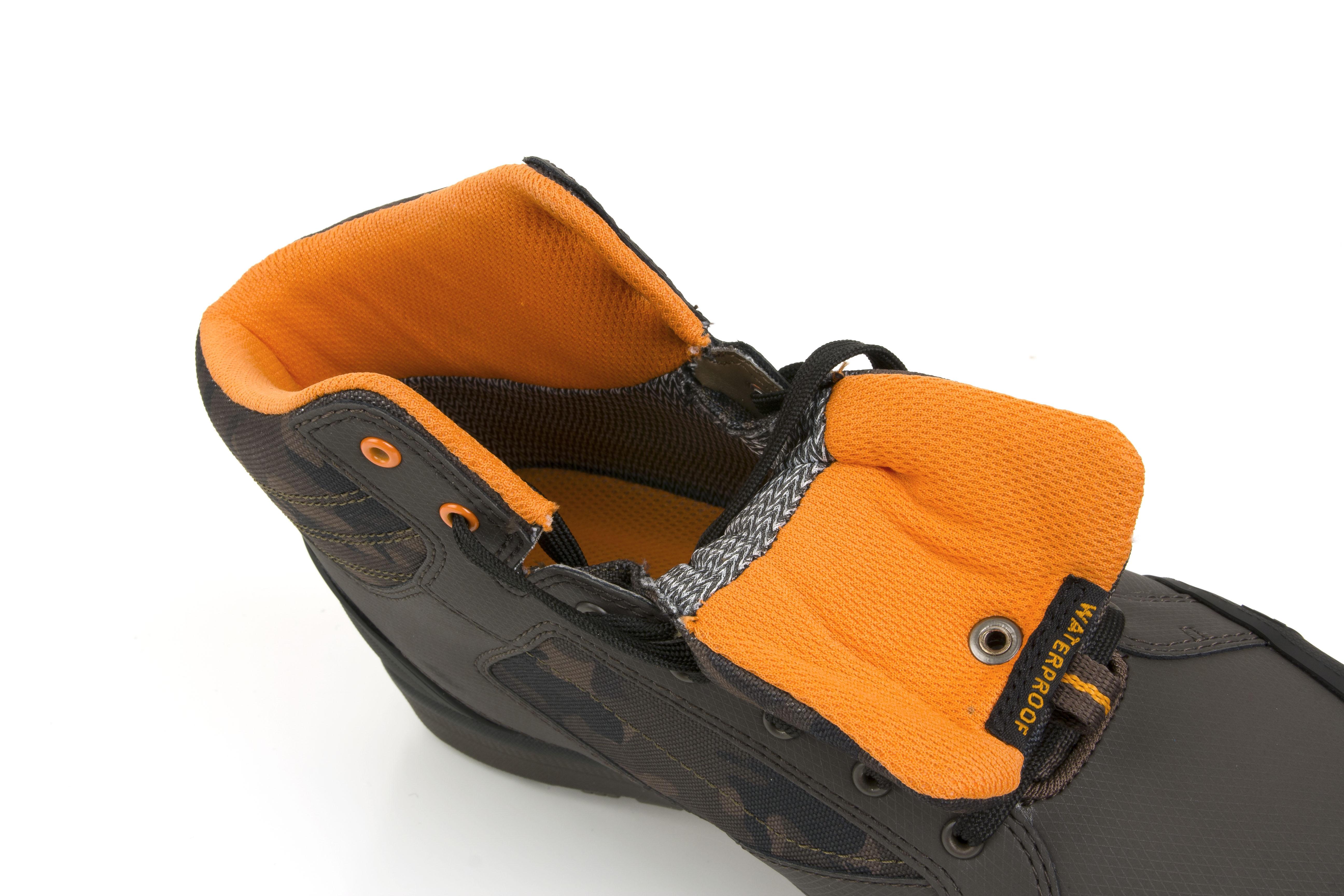 f2640ca556 Boty Fox Chunk Camo Mid Boots vel. 9 43 - Rybářské potřeby Bzenec