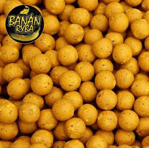 Black Carp Boilies Banán - Ryba 24mm 1kg
