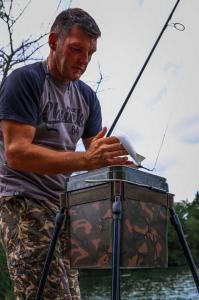 Fixační popruh na kbelík Fox Spod Bucket Strap